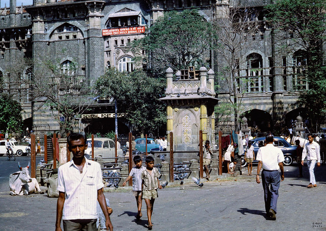 Bombay. 1968. Walking the street. (From my archives)