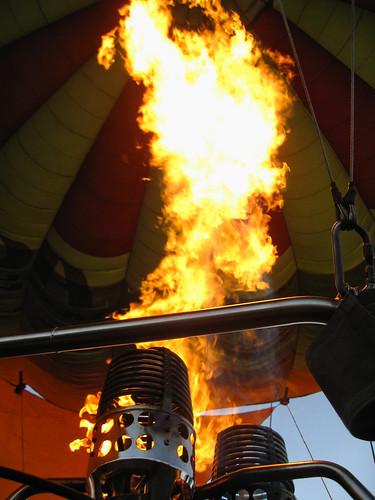 balloon fire hot geo:lat=045189389 geo:lon=3626136303 geotagged flame heat kenya set:name=200911kenya 0tagged hotairballoon elementaita