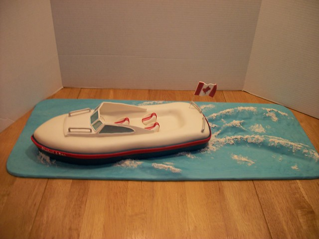 Speed Boat Cake http://www.flickr.com/photos/cakebuds/4932413294/