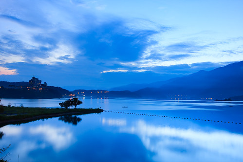 lake reflection night sunrise cloudy taiwan 南投 台灣 日月潭 sunmoonlake nantou 日出 倒影 魚池 湖水 40d 出水口 samyaoo