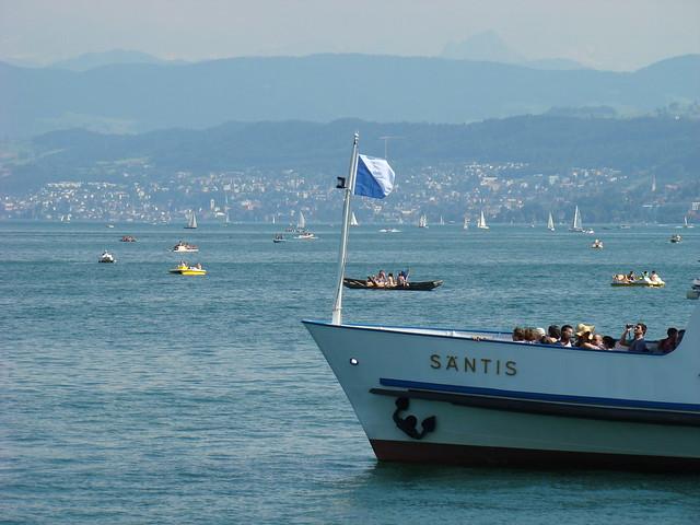 Lake Zurich by CC user 21876032@N02 on Flickr