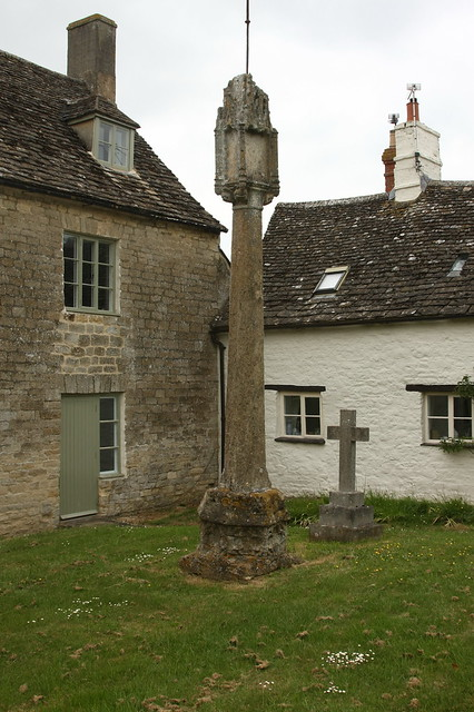 Cricklade, Old Town Cross (and Schoolmaster's House)