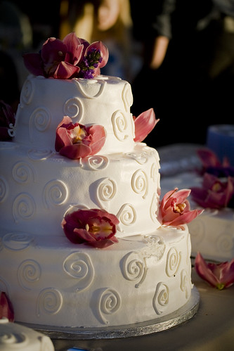 Summer Wedding Tips: Your Cake Won't Take The Heat Well
