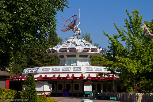 DLP Spring 2010 - Wandering around Discoveryland