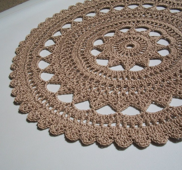 Crochet Yarn For Beginners : THREAD CROCHET DOILIES Crochet For Beginners