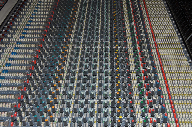 how to set up a mixing desk