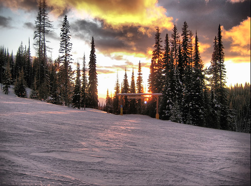 sunset mountain snow canada ski sign bc run columbia resort british nordic kelowna lantern spruce groomed silverstar