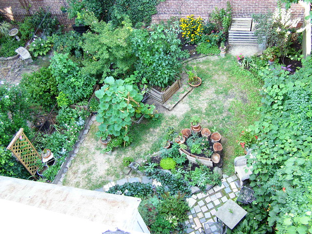 Urban by design a blog about design fashion food and philadelphia august 2010 for Philadelphia craigslist farm and garden