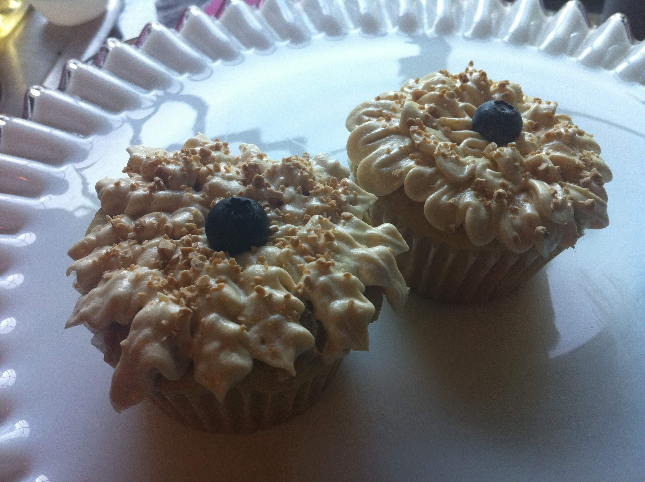 Peach cupcakes with brown sugar buttercream frosting ...