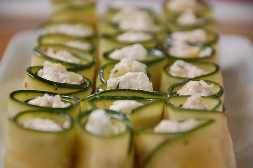 Idée d'entrée : rouleaux de courgettes et de fromage de brebis