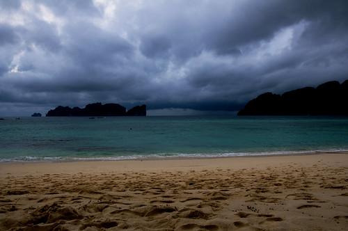 storm thailand phiphiisland