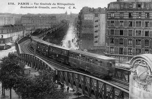 1900-1910 Paris_-_Vue_generale_du_Metropolitain_Boulevard_de_Grenelle_vers_Passy