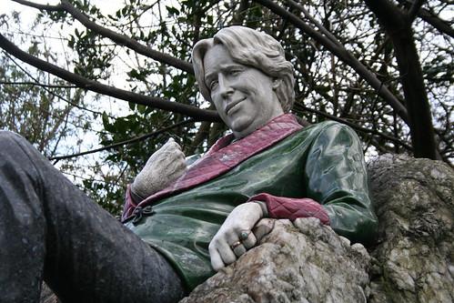 2010.02.26 Dublin 23 Merrion Sq Park 08 Oscar Wilde statue