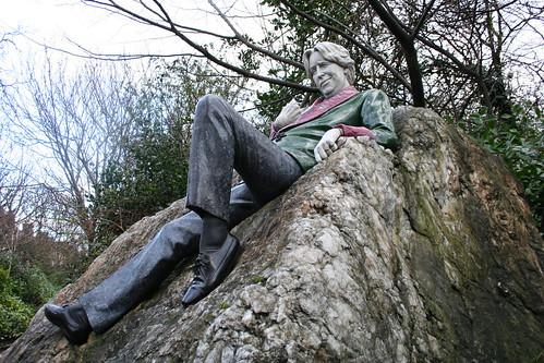 2010.02.26 Dublin 23 Merrion Sq Park 09 Oscar Wilde statue