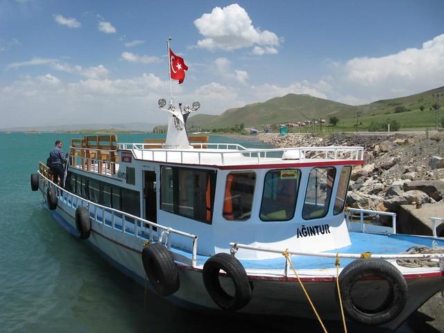 Barco para a ilha Akdamar, Turquia