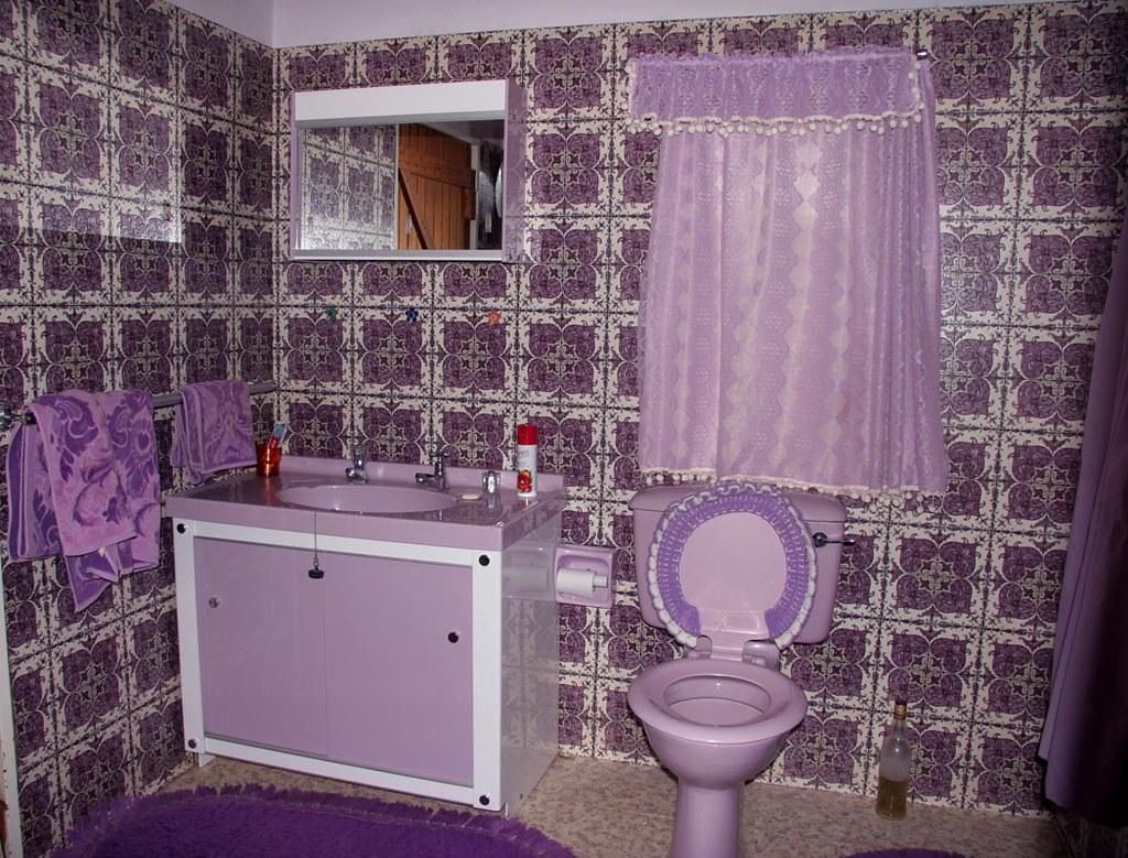 Purple bathroom decor bathroom decor purple bathroom for Bathroom ideas violet