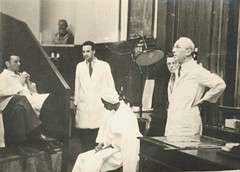 A photo of Arthur L. Bloomfield (1888-1962) with Robert Evans, William Kirby with an unidentified patient