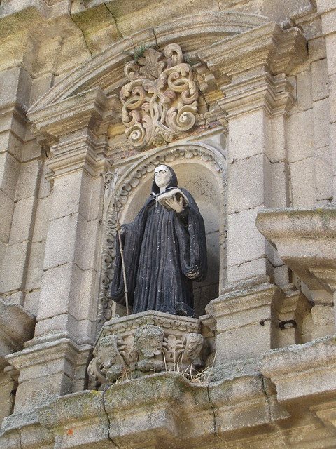 Iglesia de San Benito - Imagen sobre la puerta de entrada