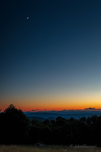 virginia pagecounty virginiamountains parks nationalparks shenandoahnationalpark skylinedrive tannersridgeoverlook sunsets afterglow moon june2017 june 2017 canon24704l