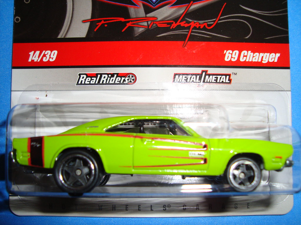 Dodge Charger RT 1969 (HotWheels Garage 2010 14 R3778-0720)
