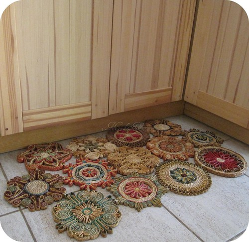 How i made a doormat with those straw trivets i made it so for Parquet mat ou satine