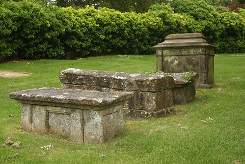 Cricklade, Rice Vaughan Monuments