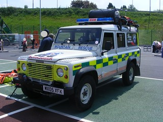 (668) Mountain Rescue - Land Rover Defender - MX05 XFK