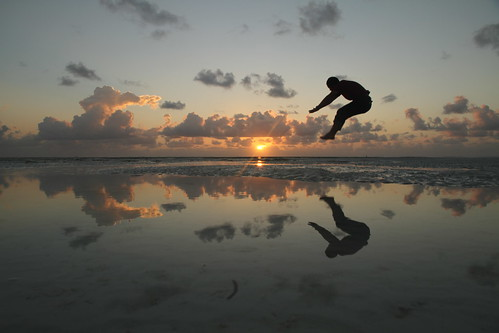 morning summer sky sun holiday reflection beach water sunshine silhouette clouds sunrise tanzania jump wind lagoon acrobat zanzibar breeze reflexions solarwind ebb waterreflection ebbtide jambiani maybemaq the4elements colorphotoaward cosmicwind