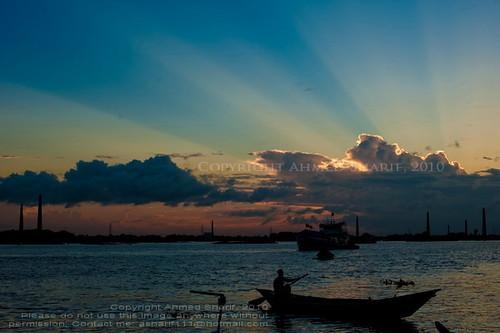 life bridge sunset urban sun clouds river hope evening boat nikon shuttle third rowing rays dhaka bangladesh flicker boatmen buriganga nikkoraf50mmf14d d700 basila