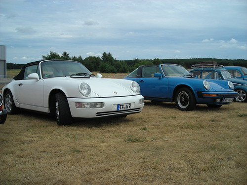 Porsche 911 Duo with 964 Cabrio in the foreground