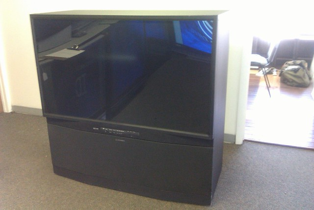 Mitsubishi hdila rear projection tv 1080p 21 350 for Small tv projector