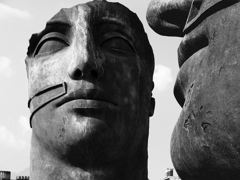 Statue doppelt