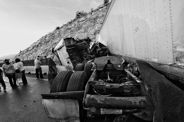 Accidentes De Trailers En Mexico http://www.flickr.com/photos/zyan/4749897860/