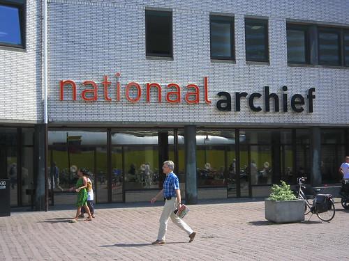 HET NATIONAAL ARCHIEF OP EEN ZONNIGE DAG