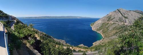 brela šestanovac zadvarje sestanovac more morje sea water blue hills mountains biokovo road hrvatska hrvaška panorama dalmatia dalmacija