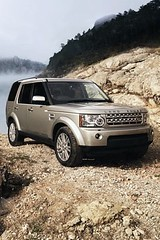 automobile(1.0), automotive exterior(1.0), sport utility vehicle(1.0), wheel(1.0), vehicle(1.0), compact sport utility vehicle(1.0), rim(1.0), land rover discovery(1.0), bumper(1.0), land vehicle(1.0), luxury vehicle(1.0),