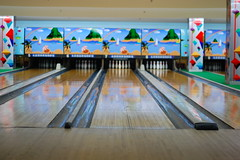 leisure(0.0), team sport(0.0), floor(1.0), individual sports(1.0), sports(1.0), ball game(1.0), ten-pin bowling(1.0), bowling(1.0),