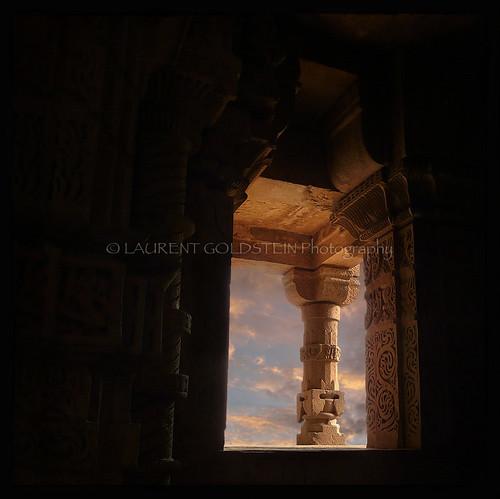 sunset sky sculpture india heritage window statue mystery temple evening vishnu colours dream atmosphere hindu hinduism gwalior madhyapradesh भारत indiasong absolutegoldenmasterpiece
