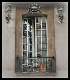 867 Paris-Window