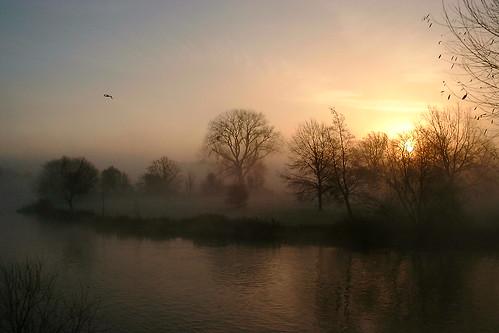 misty sunrise riverthames