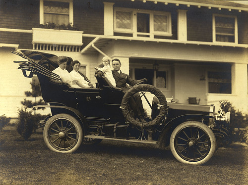 Clarence (C.B.) Blethen and family in a 1906 Winton Model K in Seattle