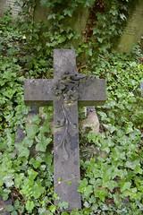 cemetery(1.0), symbol(1.0), headstone(1.0), cross(1.0), grave(1.0),