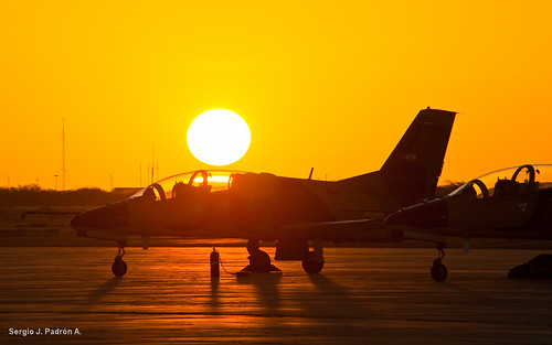 sunset plane airplane venezuela aircraft aviation military jet puestadesol fav airforce k8 avion venezolano venezolana entrenador venezuelan jiangxi aviacion militaryaircraft karakorum trainingplane d700 nikond700 hongdu jl8 ambv sjpadron abmv jiangxihongduk8 jiangxihongduaviation k8karakorum