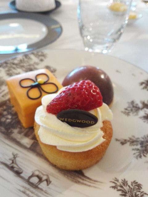 ウェッジウッドのケーキ WEDGWOOD's cake