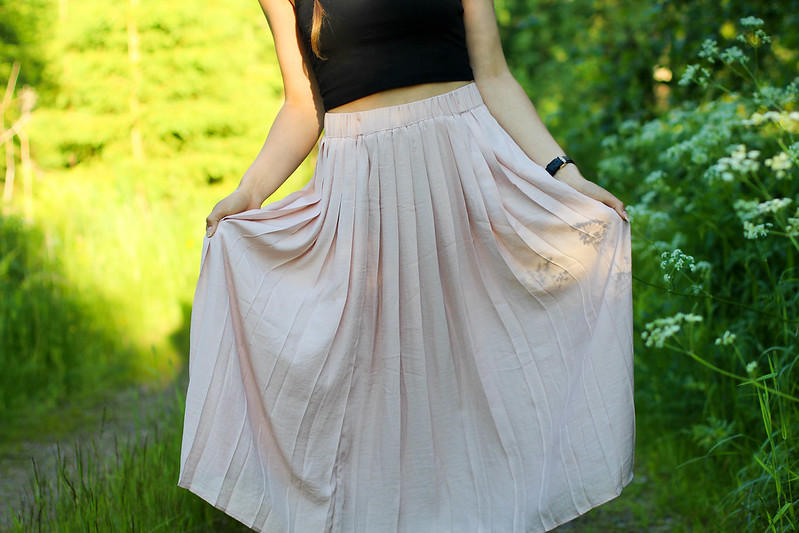 pleated skirt outfit 4
