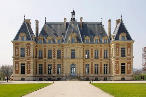 The impressive Chateau de Sceaux is set in a beautiful park. It is also houses the Musée de l'Île-de-France. Photo: brangal