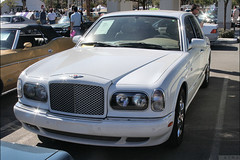 bentley continental flying spur(0.0), automobile(1.0), automotive exterior(1.0), vehicle(1.0), rolls-royce silver seraph(1.0), bentley arnage(1.0), sedan(1.0), land vehicle(1.0), luxury vehicle(1.0), bentley(1.0),