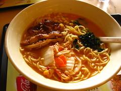 noodle(1.0), bãºn bã² huế(1.0), mi rebus(1.0), lamian(1.0), noodle soup(1.0), food(1.0), beef noodle soup(1.0), dish(1.0), chinese noodles(1.0), laksa(1.0), soup(1.0), cuisine(1.0),