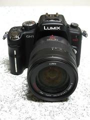 video camera(0.0), cameras & optics(1.0), digital camera(1.0), camera(1.0), single lens reflex camera(1.0), lens(1.0), digital slr(1.0), camera lens(1.0), reflex camera(1.0),