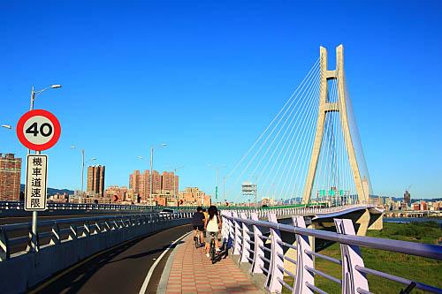 789J二重疏洪道斜張橋-新北大橋